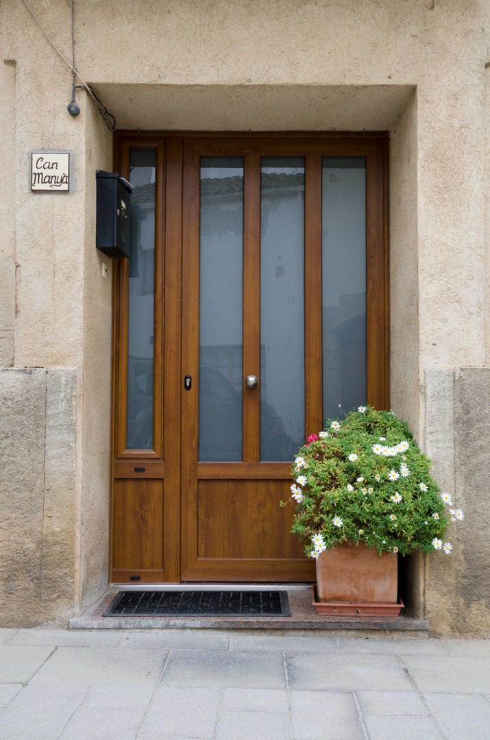 Puerta aluminio imitacion madera latest puerta apanelada for Ventanales de aluminio imitacion madera