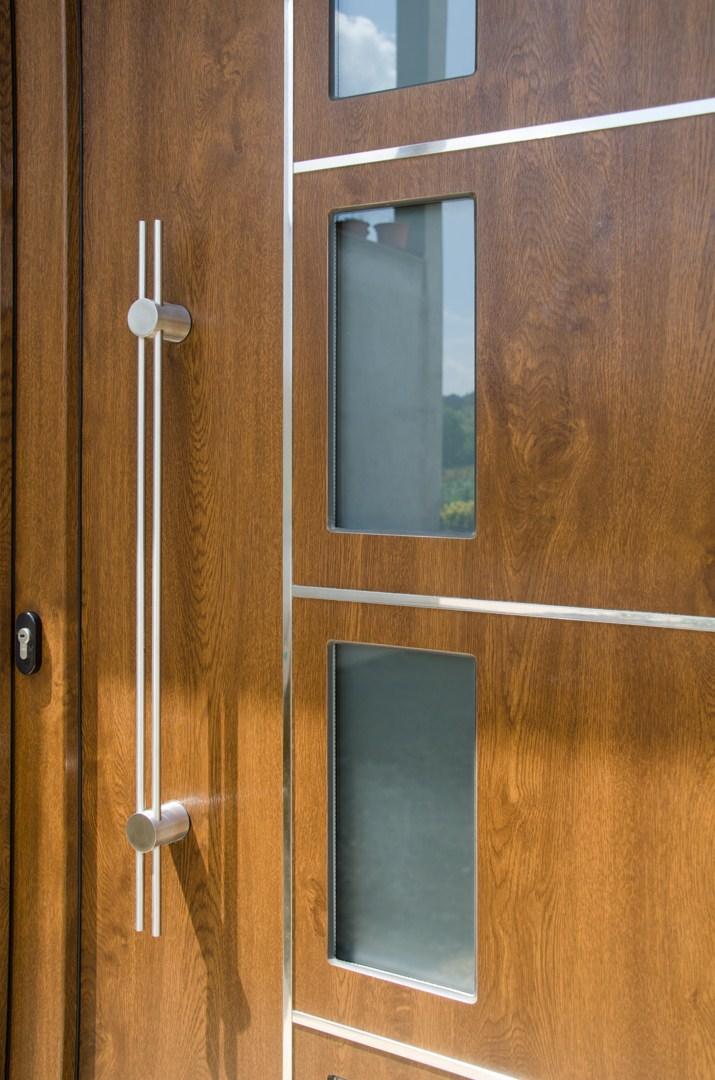 Trabajos realizados por finestres castell for Puertas de aluminio para entrada