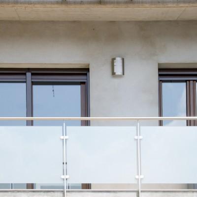 Barandilla inox y ventanas aluminio PVC
